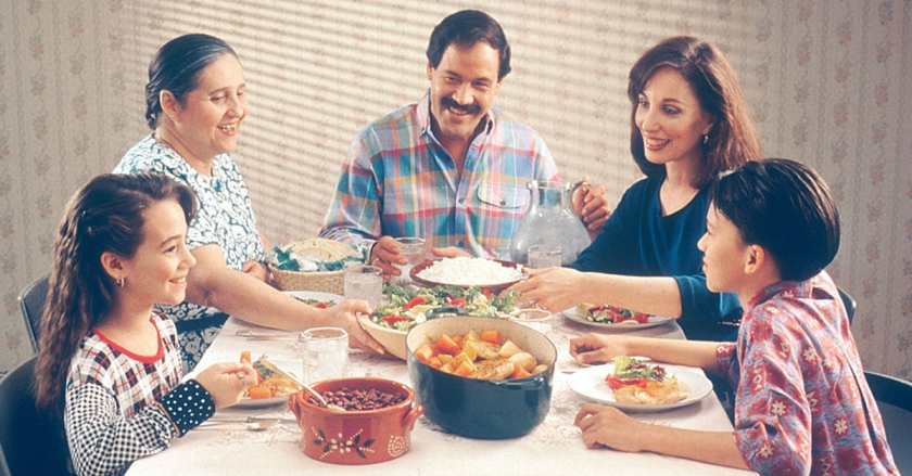 Family_eating_meal-blog